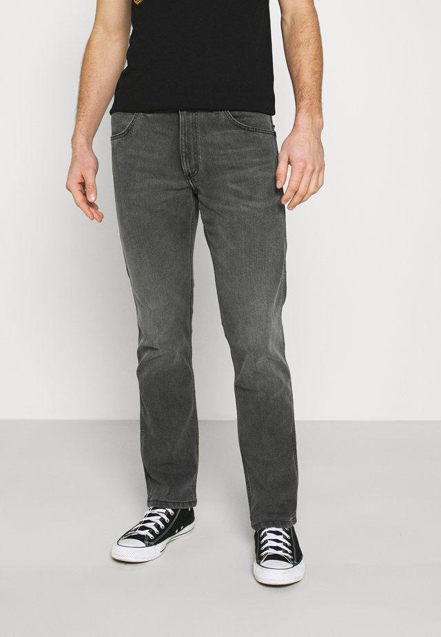 GREENSBORO - Straight leg jeans - silver smooth