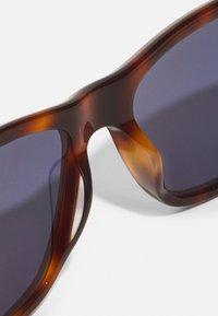 Calvin Klein - UNISEX - Sunglasses - brown havana - 4