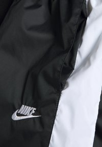 Nike Sportswear - CORE  - Shorts - black/white - 3