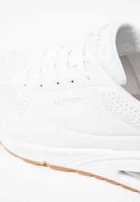 Skechers Sport - UNO - Sneakers laag - white - 2