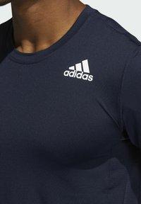 adidas Performance - TURF SS PRIMEGREEN TECHFIT TRAINING WORKOUT COMPRESSION T-SHIRT - Print T-shirt - blue - 3