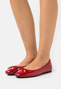Dorothy Perkins Wide Fit - WIDE FIT BOW - Ballet pumps - red - 0