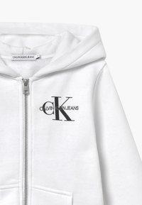 Calvin Klein Jeans - MONOGRAM CHEST ZIP HOODIE - Hoodie met rits - white - 3