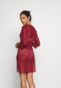 Triumph - SPOTLIGHT ROBE - Dressing gown - cardinal - 2