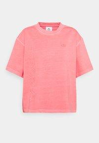 Lacoste LIVE - Print T-shirt - amaryllis - 4