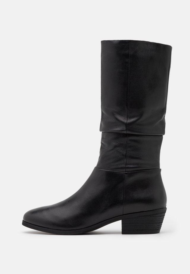 SOLANGE - Vysoká obuv - black