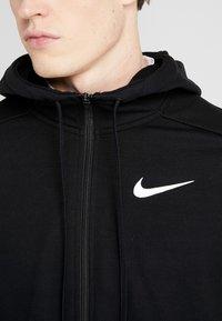 Nike Performance - DRY HOODIE  - Sudadera con cremallera - black/white - 5