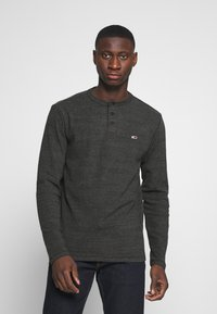 Tommy Jeans - LONGSLEEVE TEXTURE TEE - Long sleeved top - black - 0