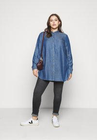 CAPSULE by Simply Be - Button-down blouse - dark blue - 1