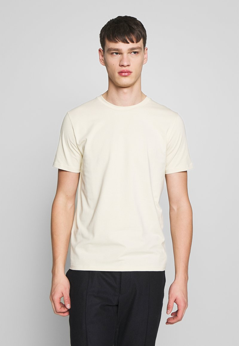 Filippa K - TEE - Basic T-shirt - almond white