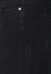 Vero Moda Curve - VMALISIA WIDE - Flared jeans - black denim - 2