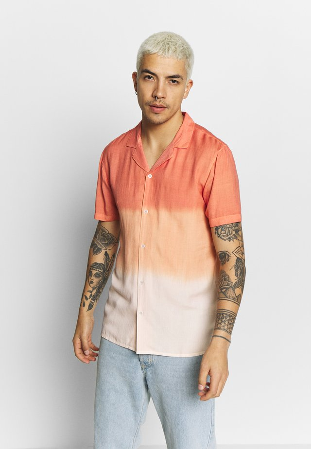 SHORT SLEEVED SHIRT OMBRE TIE DYE - Camicia - orange