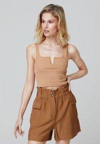FELIPE ALBERNAZ - Shorts - brown - 2