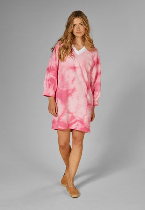 V-NECK  - Sukienka letnia - candy pink