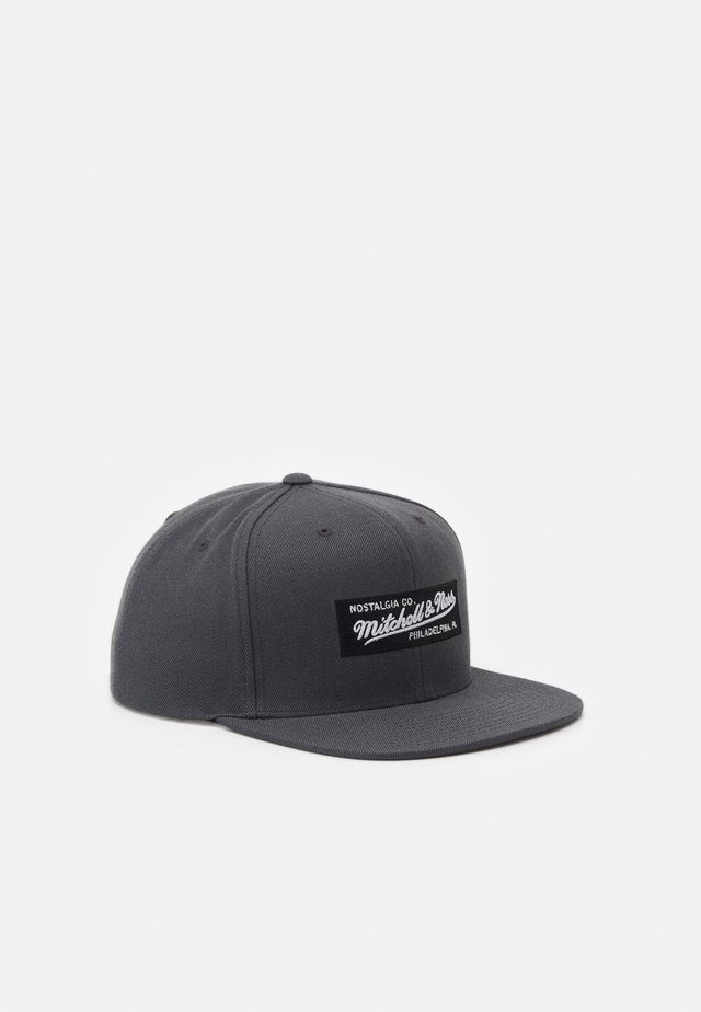 BRANDED SMALL BOX LOGO SNAPBACK - Pet - charcoal