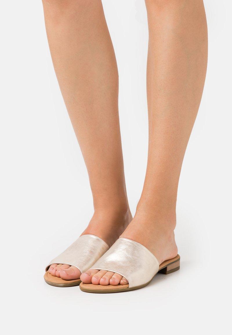 Gabor Comfort - Sandalias planas - platino