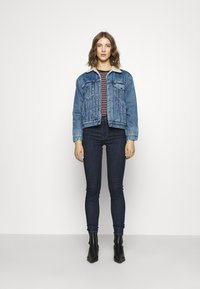 Levi's® - EX-BF SHERPA TRUCKER - Giacca di jeans - addicted to love - 3