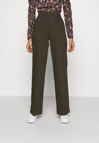 Ivy Copenhagen - ALICE WIDE PANT  - Pantalones - army - 0