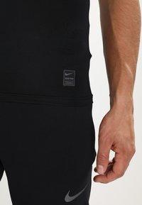 Nike Performance - PRO COMPRESSION - Tílko - black/white/white - 5