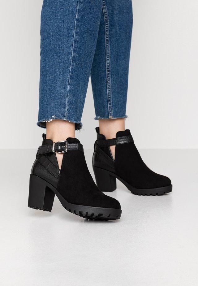 WIDE FIT CROOK - Kotníková obuv - black