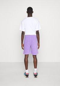 Vintage Supply - OVERDYE BRANDED - Shorts - lilac - 2