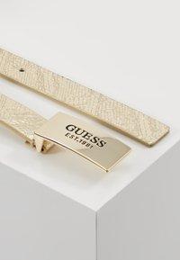 Guess - HIGHLIGHT ADJUSTABLE BELT - Belt - gold-coloured - 2