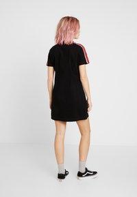 Kickers Classics - STRIPE SHIRT DRESS - Robe d'été - black/burgundy - 2