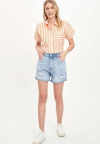 DeFacto - Button-down blouse - orange