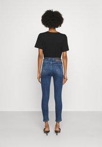 Pinko - SUSAN CROSS - Jeans Skinny Fit - mediu blue denim - 2