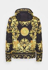 Versace Jeans Couture - PRINT BAROQUE - Lehká bunda - black - 9