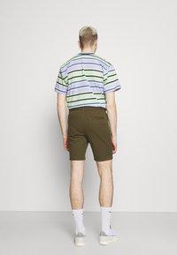 Newport Bay Sailing Club - 2 PACK - Shorts - stone/khaki - 2
