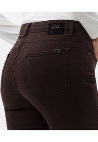 BRAX - STYLE SHAKIRA - Jeans Skinny Fit - brown - 2