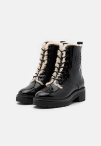Tory Burch - MILLER LUG SOLE BOOTIE - Platform ankle boots - perfect black - 2