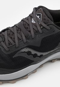 Saucony - PEREGRINE 11 GTX - Běžecké boty do terénu - black/gravel - 5