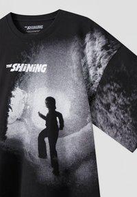 PULL&BEAR - Print T-shirt - mottled black - 3