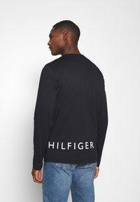 Tommy Hilfiger - CORP LOGO LONG SLEEVE TEE - T-shirt à manches longues - blue - 2