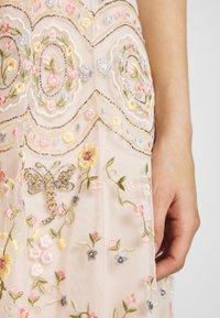 Needle & Thread - SWEET PETAL CAMI DRESS EXCLUSIVE - Koktejlové šaty/ šaty na párty - meadow pink - 6
