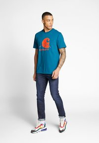 Carhartt WIP - OUTDOOR  - Print T-shirt - moody blue/clockwork - 1