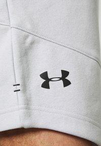 Under Armour - BASELINE SHORT - Sports shorts - halo gray light heather/black - 6