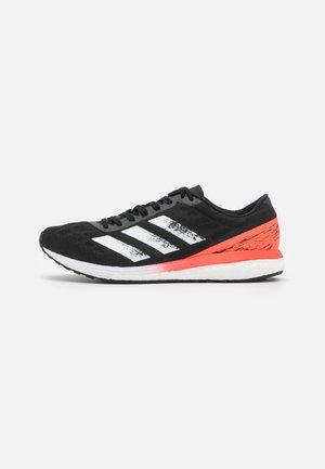 ADIZERO BOSTON 9  - Neutrální běžecké boty - core black/footwear white/solar red