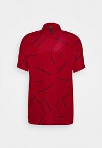 Nike Golf - TIGER WOODS DRY COURSE  - Funkční triko - gym red/black - 1