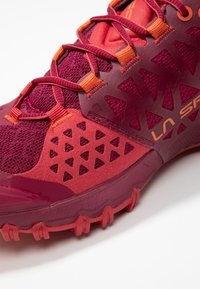 La Sportiva - BUSHIDO II WOMAN - Trail running shoes - beet/garnet - 5