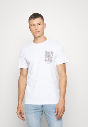 SLHCITY ONECK TEE  - T-shirt med print - bright white