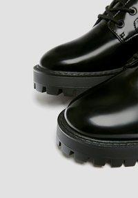 PULL&BEAR - LACKOPTIK - Platform ankle boots - black - 5