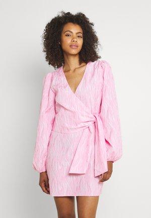 ENCULHANE DRESS - Vestido informal - sachet pink
