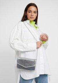 Even&Odd - Across body bag - silver - 1