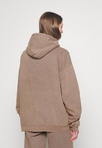 BDG Urban Outfitters - SKATE HOODIE - Hoodie - chocolate - 2
