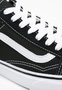 Vans - OLD SKOOL - Baskets basses - black - 9