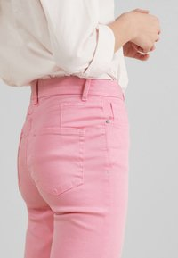 Next - SOFT TOUCH  - Straight leg jeans - pink - 3
