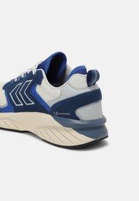 Hummel - MARATHONA REACH LX UNISEX - Sneakers - white/ensign blue - 6